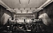 Duża sala koncertowa filharmonii szczecińskiej w gmachu Urzędu Miasta Szczecin 1975 r.